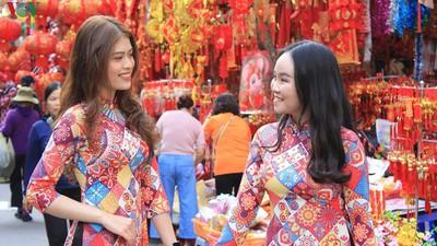 Shops on Hang Ma street enjoy pre-Tet boost in sales