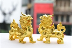 God of Wealth Day marked by sale of unique gold products