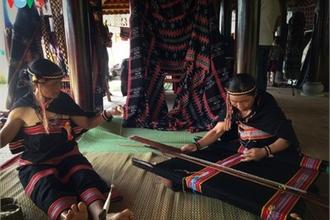 Ta Oi ethnic minority preserve traditional Zeng weaving