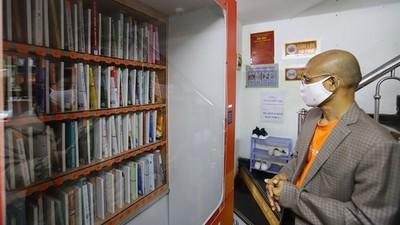 Free book ATM machine makes debut in Hanoi