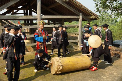 Drum dance of the Giay