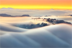 Romantic Da Lat hidden in magnificent morning clouds