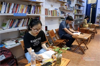 Free library in Hanoi proves popular among local readers