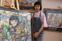 Foreign media hails Vietnam schoolgirl's effort to create art from chaos