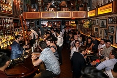 Discovering must-go bars and pubs in Hanoi