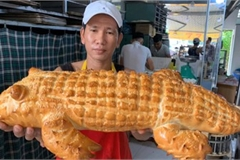 Giant crocodile-shaped bread excites local diners