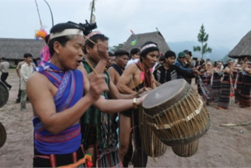 Gongs and drums of the Co Tu