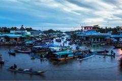 Exploring popular Nga Nam floating market