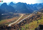 Discovering Hanh Phuc winding road in Ha Giang