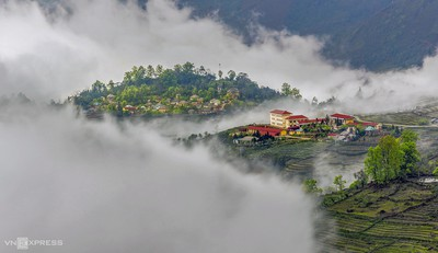 Y Ty cloud hunting season in Lao Cai province