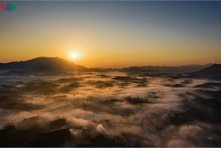 Exploring beautiful Long Coc tea hills in Phu Tho amid sunrise