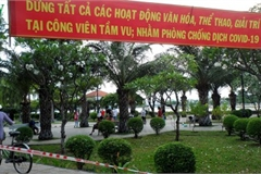 HCM City residents ignore social distancing order, gather in crowds