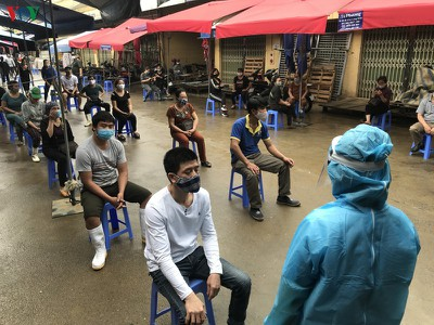Hanoi tests market traders for COVID-19