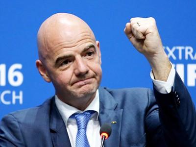FIFA President lavishes praise on Vietnamese football