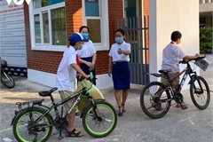 Students in Hanoi head back to school