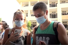 Over 100 foreigners thank Vietnam after 14-day quarantine ends