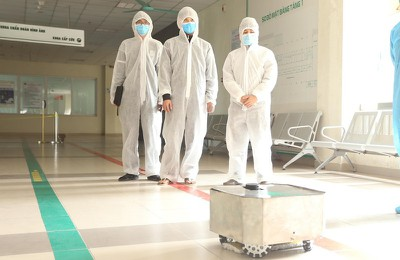 Vietnam manufactures COVID-19 disinfection robot