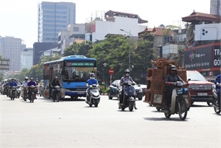 Another heat wave strikes VN, temperatures rise to 40 again