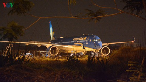 vietnam airlines brings home 50 stranded italians due to covid-19 hinh 0