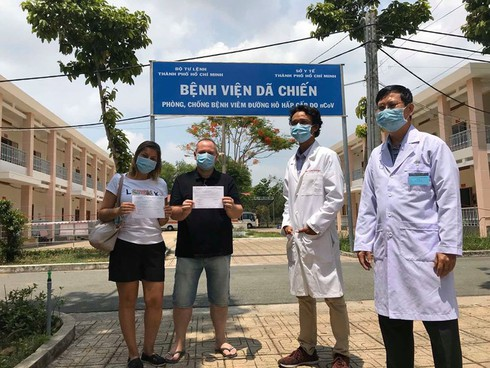 three more foreigners recover from covid-19 in vietnam hinh 0