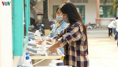 students return to school after coronavirus epidemic under control hinh 0