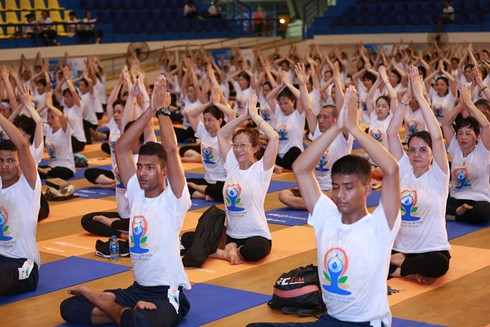 indian embassy strongly supports yoga events in vietnam hinh 0