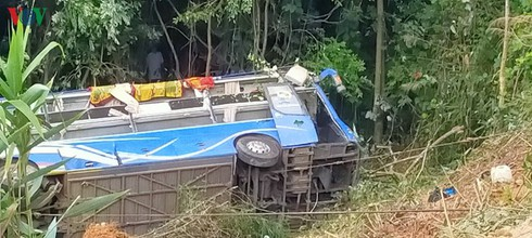 tragic bus accident leaves 5 dead and 32 injured in photos hinh 9