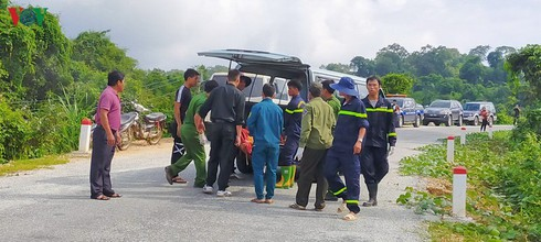tragic bus accident leaves 5 dead and 32 injured in photos hinh 5