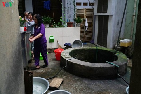 ageing underground wells in the heart of hanoi hinh 1