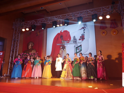 korean and vietnamese traditional outfits featured at hanoi passion show hinh 2