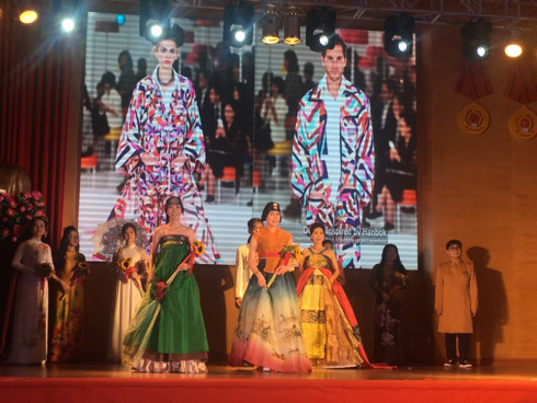korean and vietnamese traditional outfits featured at hanoi passion show hinh 0