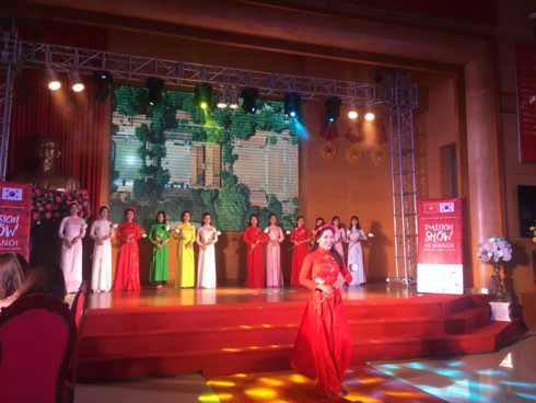 korean and vietnamese traditional outfits featured at hanoi passion show hinh 3