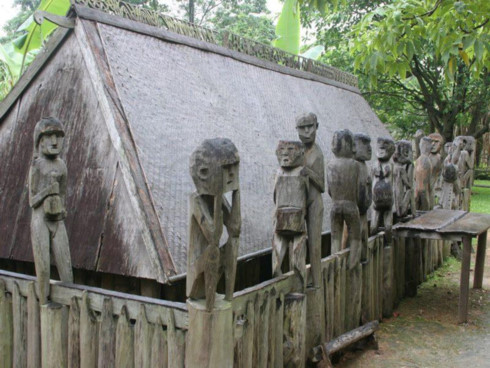 grave sculptures of the central highlands hinh 0
