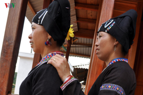 traditional costumes of the lu ethnic minority hinh 1
