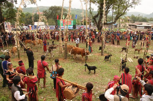 arieu ping, the reburial festival of the pa ko hinh 0