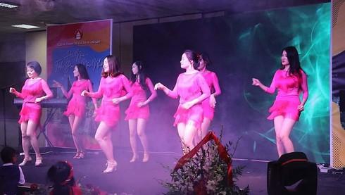 ov community in poland commemorate hanoi's liberation day hinh 2