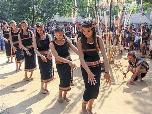xoang dance of the ba na hinh 0