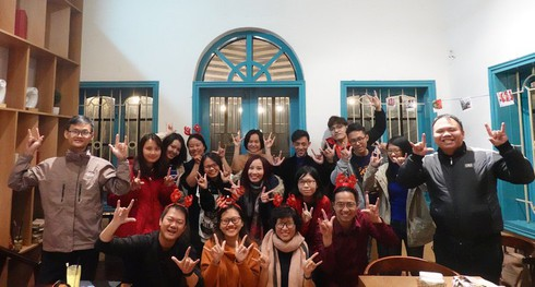 learn sign language with silent tour hinh 3