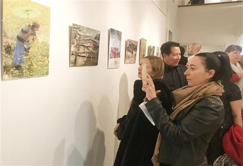 photo exhibition on vietnam opens in hungary hinh 0