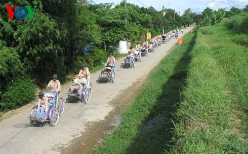 cyclo tours in hue ancient city hinh 0