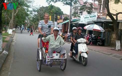 cyclo tours in hue ancient city hinh 2
