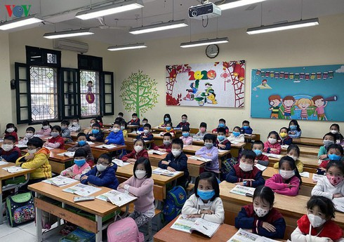 hanoi deals with ncov: delivering masks to students, closing walking street hinh 0