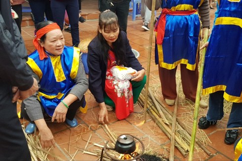 rice cooking contest in hanoi's thi cam village hinh 2