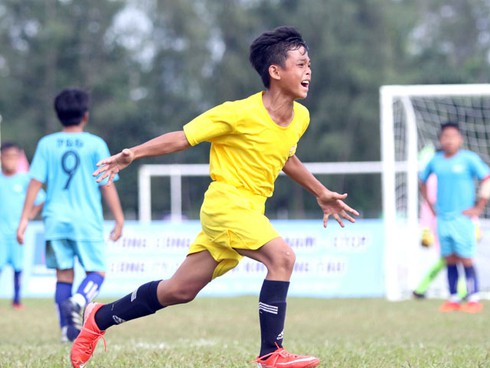 vietnamese wonderkid gains plaudits from foreign sports website hinh 0