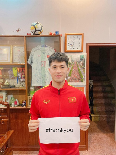 covid-19: footballers offer heartfelt messages for #thankyou campaign hinh 2