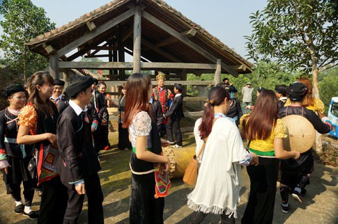 drum dance of the giay hinh 2