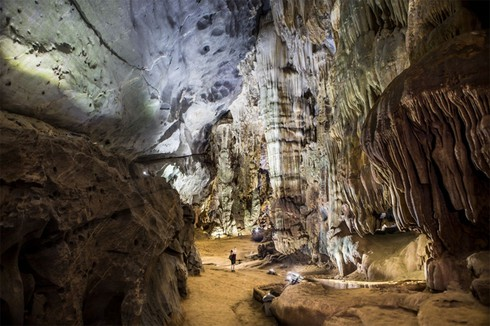 top 7 must-see natural caves in vietnam hinh 8