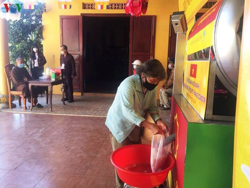 rice atm helps vietnam's poor survive covid-19 pandemic hinh 0