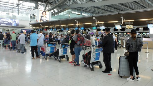 vietnam continues repatriating citizens as global coronavirus cases pass 5 million hinh 2