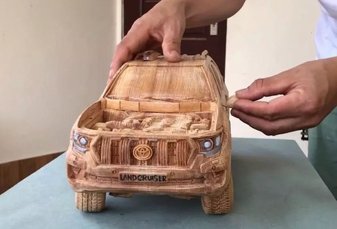 amazing vietnamese wooden car models hit foreign headlines hinh 2